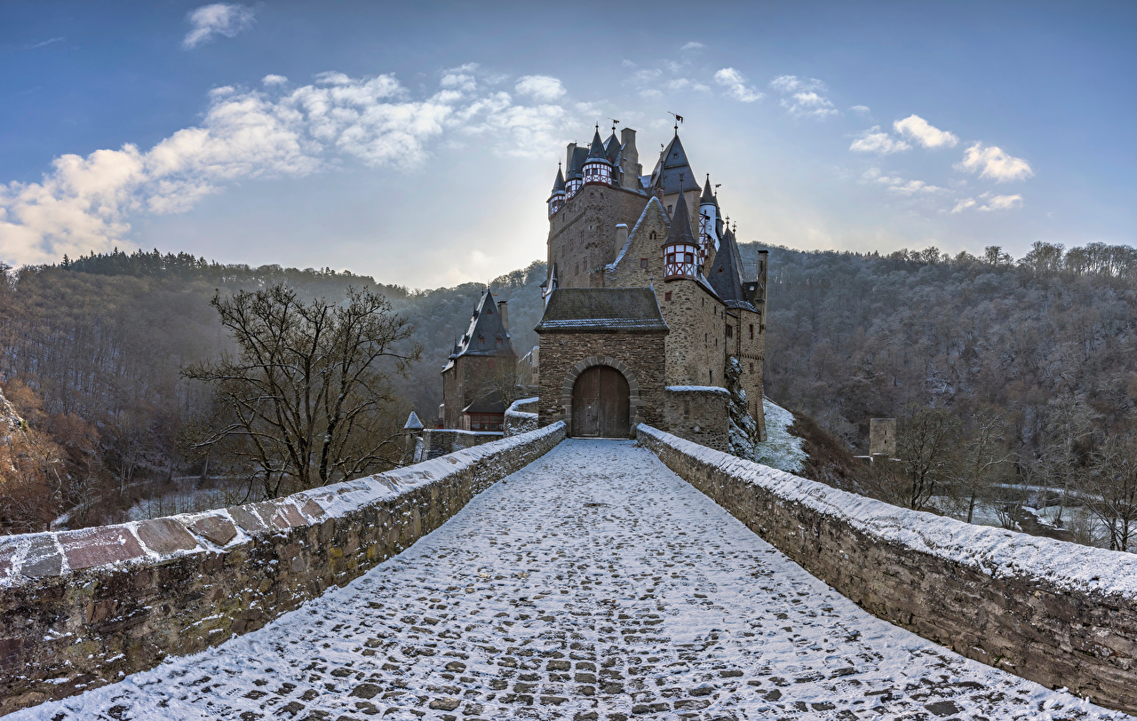 Fotos Deutschland Castle Eltz Burg Natur Gebirge Brücken Schnee steinerne Berg Brücke steinern Steinernen