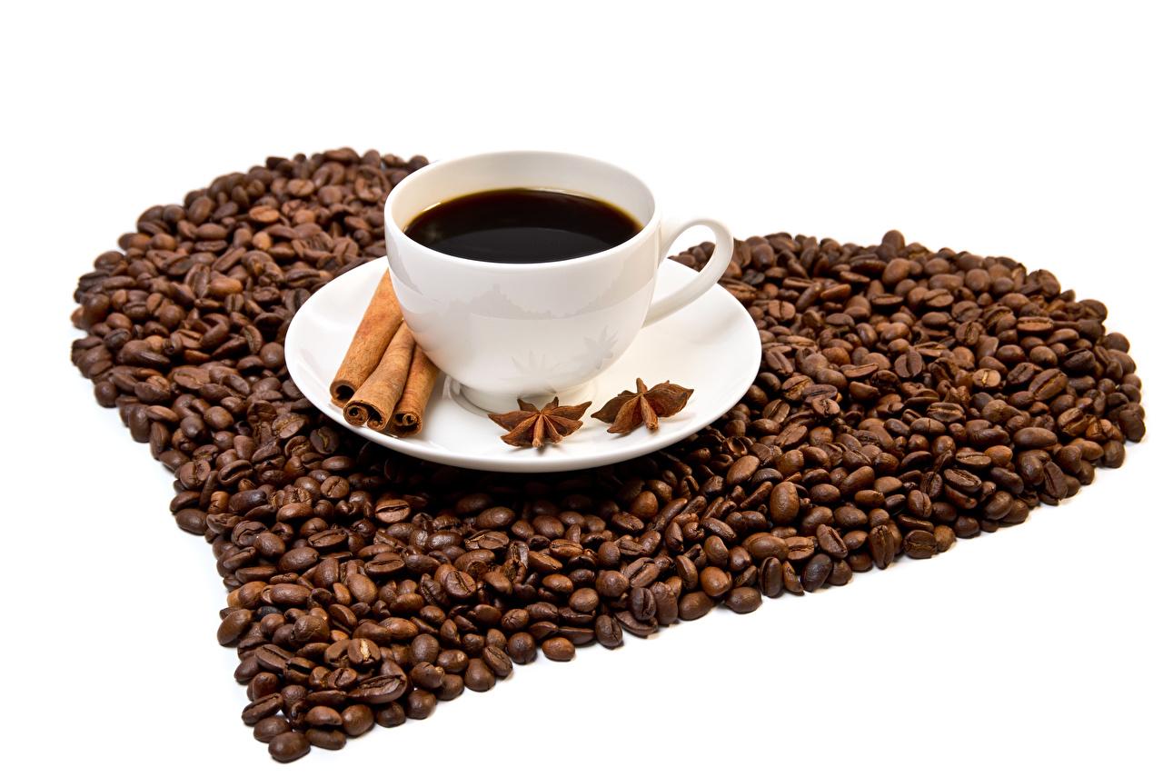 Fotos von Herz Kaffee Sternanis Zimt Getreide Tasse das Essen Weißer hintergrund Lebensmittel