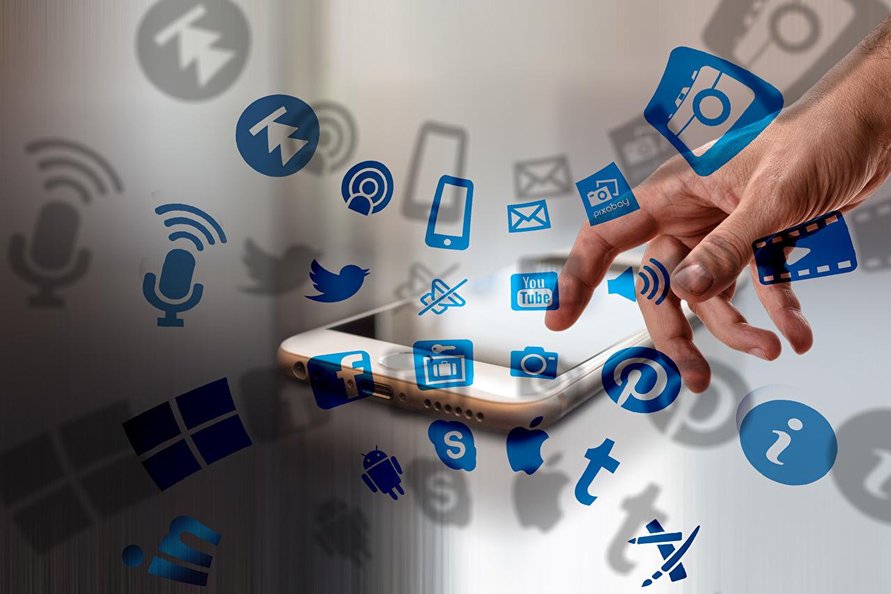 Dedos da mão social network Smartphone Mão smartphones