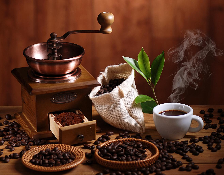Fotos von Kaffeemühle Kaffee Getreide Tasse Dampf das Essen Lebensmittel