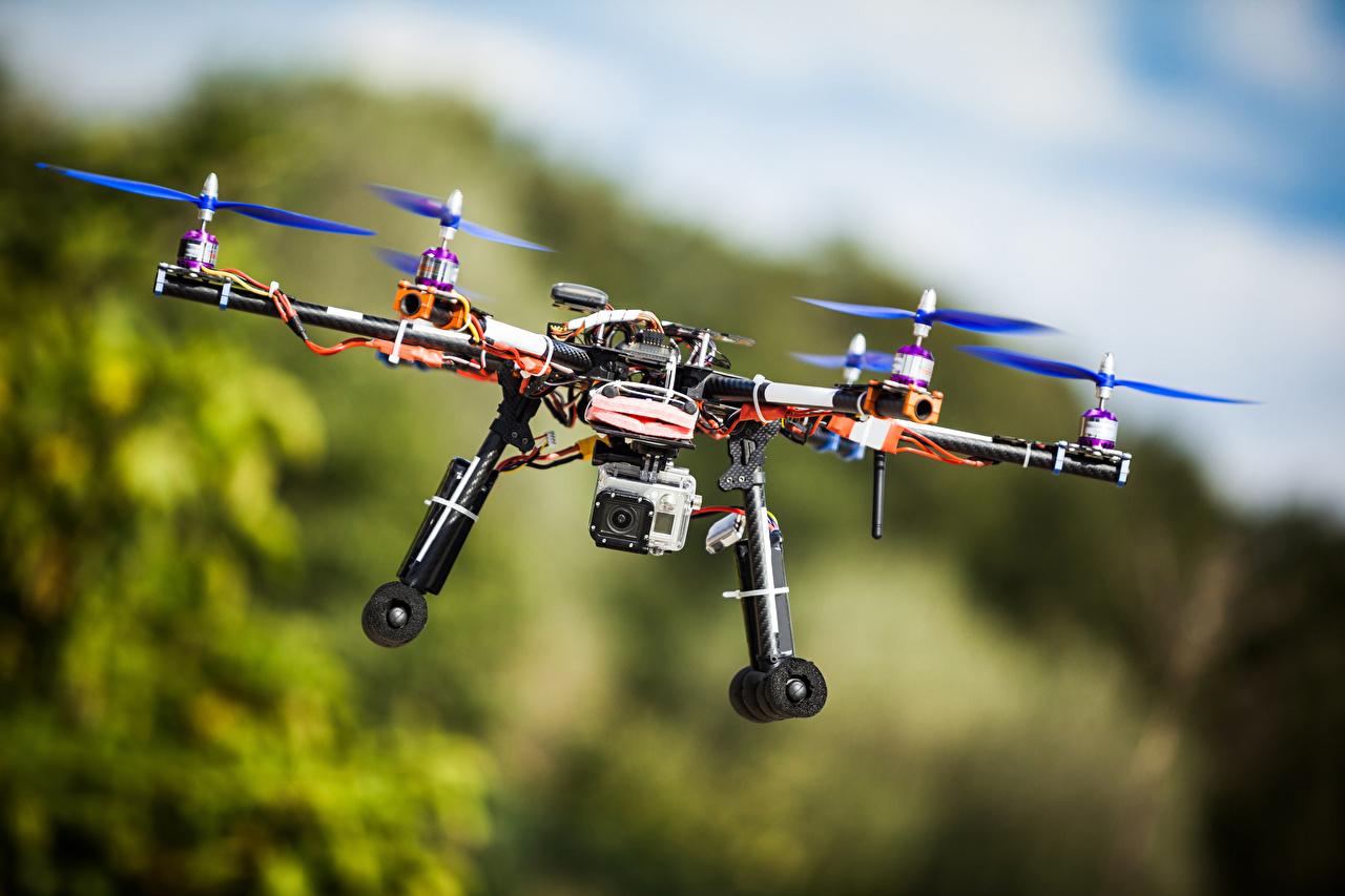Skrivebordsbakgrunn Droner Videokamera Bokeh Flyging Luftfart uklar bakgrunn Flygende
