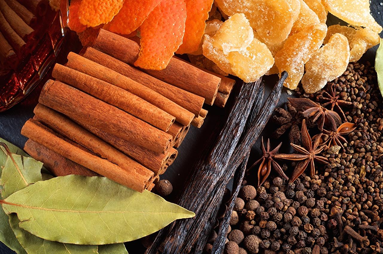 Desktop Hintergrundbilder das Essen vanilla, ginger, bay leaf Sternanis Schwarzer Pfeffer Zimt Ingwer Gewürze Großansicht Lebensmittel hautnah Nahaufnahme