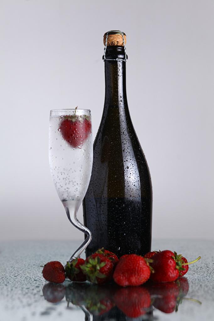 Photos Drops Strawberry Food Bottle Stemware Drinks
