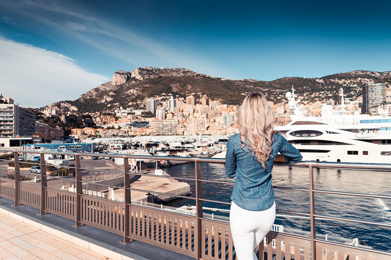 Desktop Hintergrundbilder Monte-Carlo Monaco Blondine Zaun Jacht Hinten Städte Blond Mädchen Yacht
