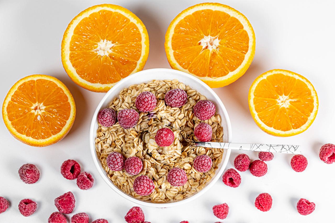 Desktop Hintergrundbilder Orange Frucht Schüssel Himbeeren Müsli Lebensmittel Grauer Hintergrund Apfelsine das Essen