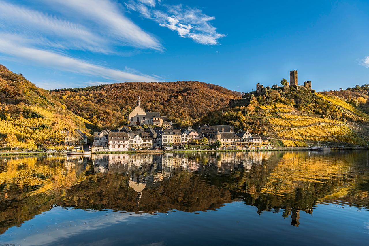 Fotos von Deutschland Beilstein, river Moselle Herbst Hügel Spiegelung Spiegelbild Flusse Haus Städte spiegelt Reflexion Fluss Gebäude
