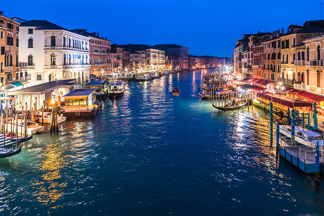 Image Venice Italy Grand Canal in Twilight Riverboat Berth Evening Street lights Cities Building Pier Marinas Houses