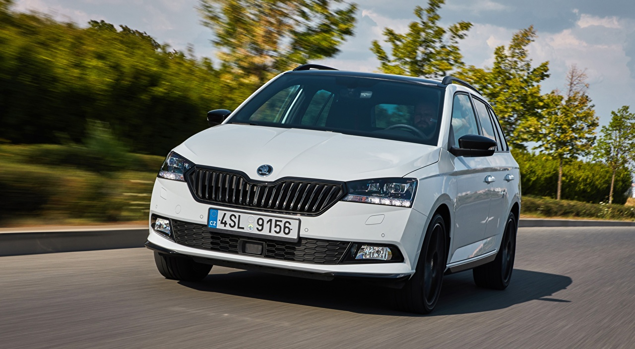 Photo Skoda Hatchback, Fabia Combi, Monte Carlo, 2018 White driving auto Front Metallic moving riding Motion at speed Cars automobile