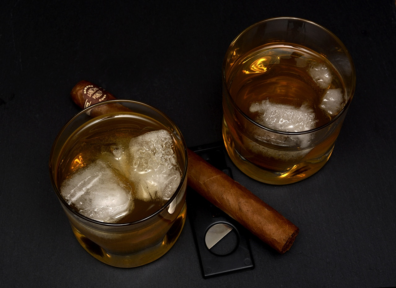 Photo cigars Ice whiskey Highball glass Cigar Whisky
