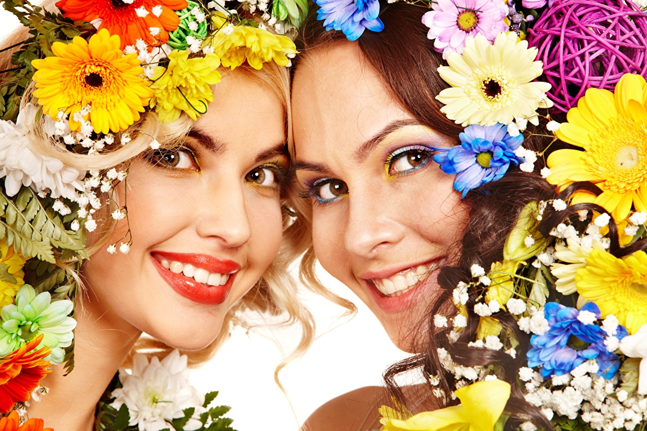 Image Smile 2 Face Wreath female flower Glance Red lips Two Girls young woman Flowers Staring