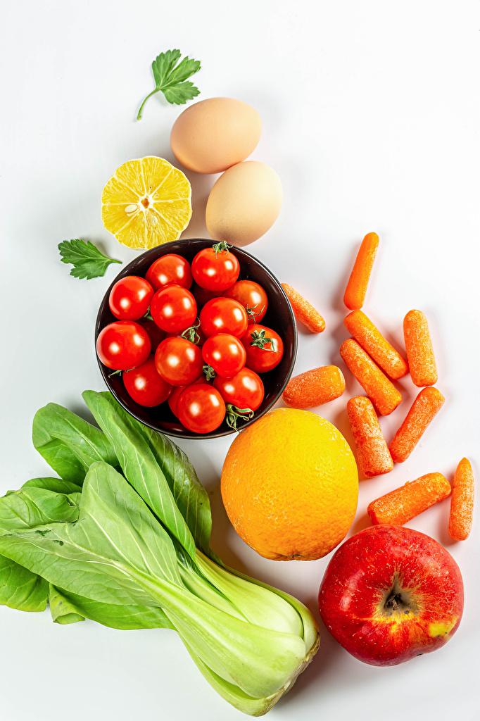 Fotos Ei Tomaten Mohrrübe Äpfel Zitrone Gemüse das Essen Weißer hintergrund  für Handy eier Tomate Zitronen Lebensmittel