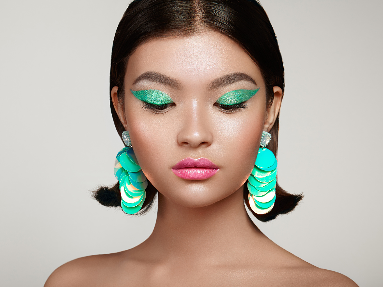 Hintergrundbilder Schminke Mädchens Asiatische Ohrring Grauer Hintergrund Make Up