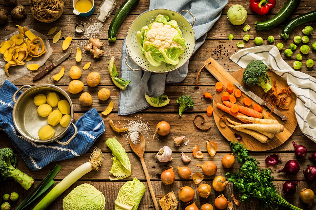 Foto Kohl Zwiebel Kartoffel Mohrrübe Salz Gemüse das Essen Schneidebrett Bretter Lebensmittel