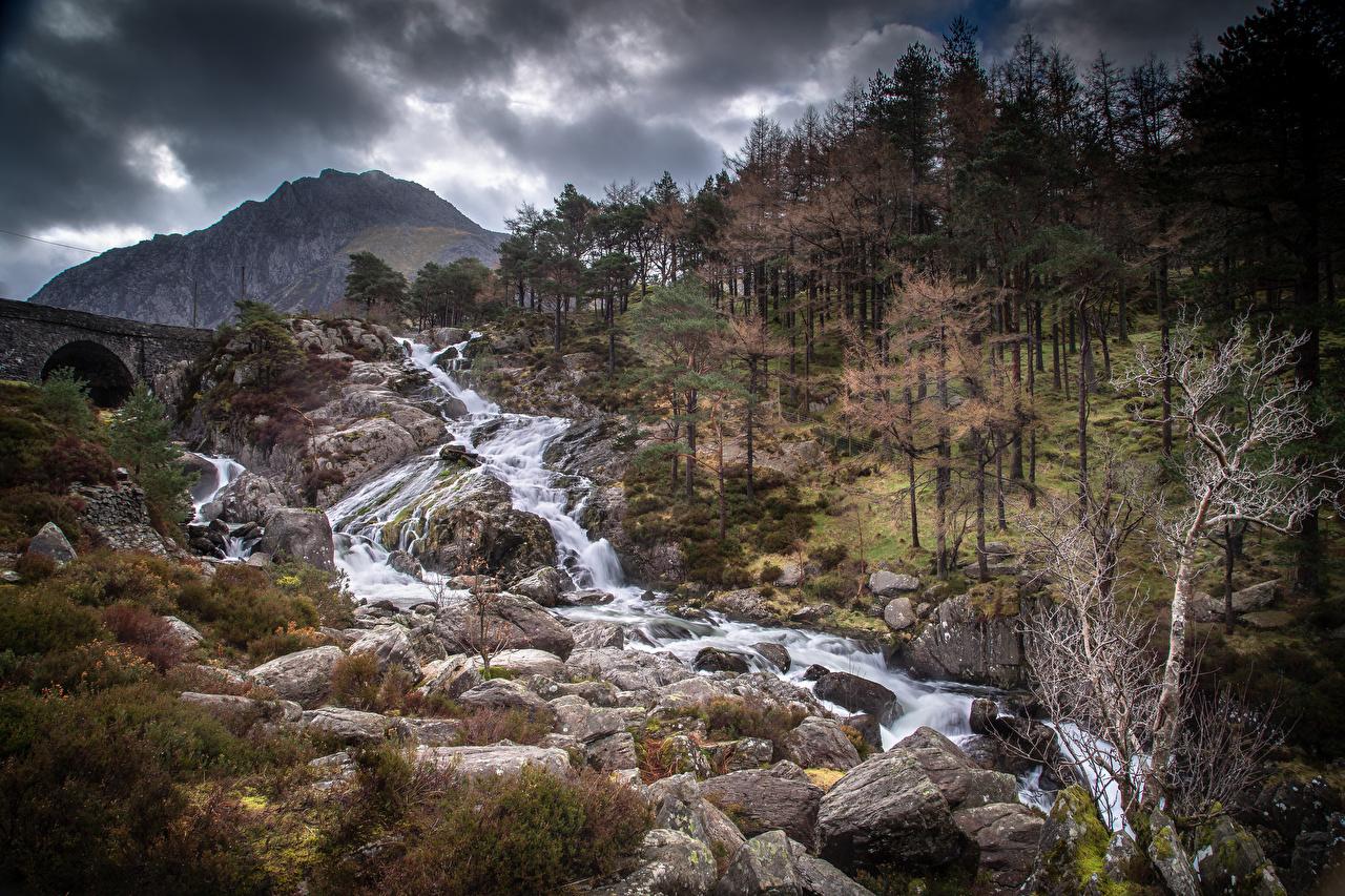 Fotos Wales Vereinigtes Königreich Snowdonia Natur Gebirge Park Stein Flusse Bäume Berg Parks Fluss Steine