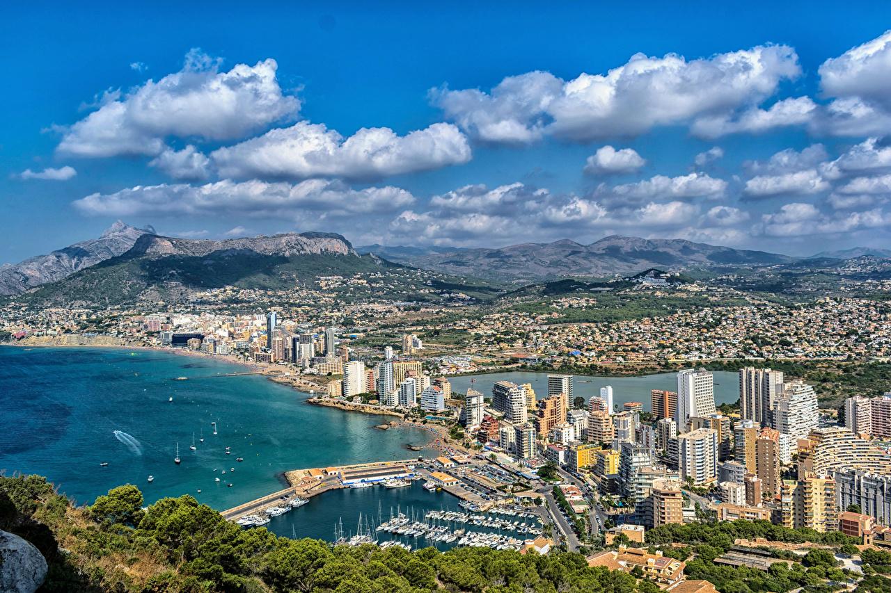 Desktop Hintergrundbilder Spanien Calpe Alicante Hügel Küste Schiffsanleger Haus Städte Bootssteg Seebrücke Gebäude