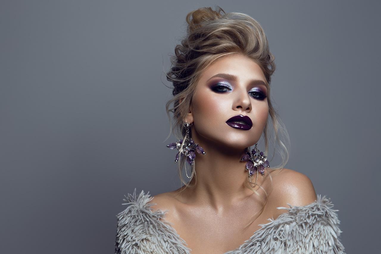 Foto Model Make Up Frisur junge frau Ohrring Starren Grauer Hintergrund Schminke Frisuren Mädchens junge Frauen Blick