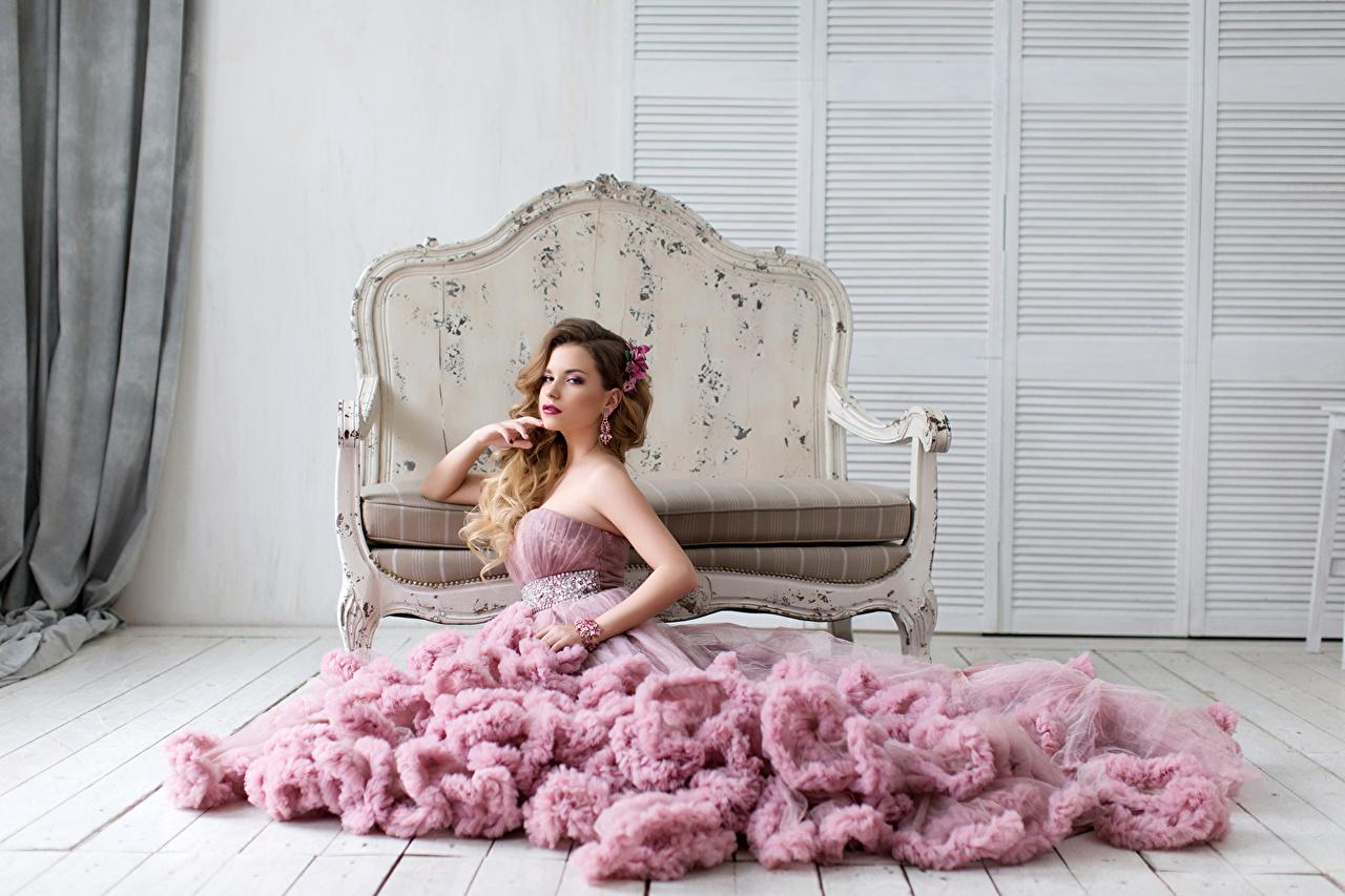 壁紙 茶色の髪の女性 ドレス ソファ 少女 ダウンロード 写真