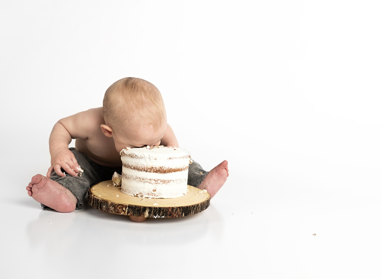 Photos Boys child Cakes sit White background Children Torte Sitting