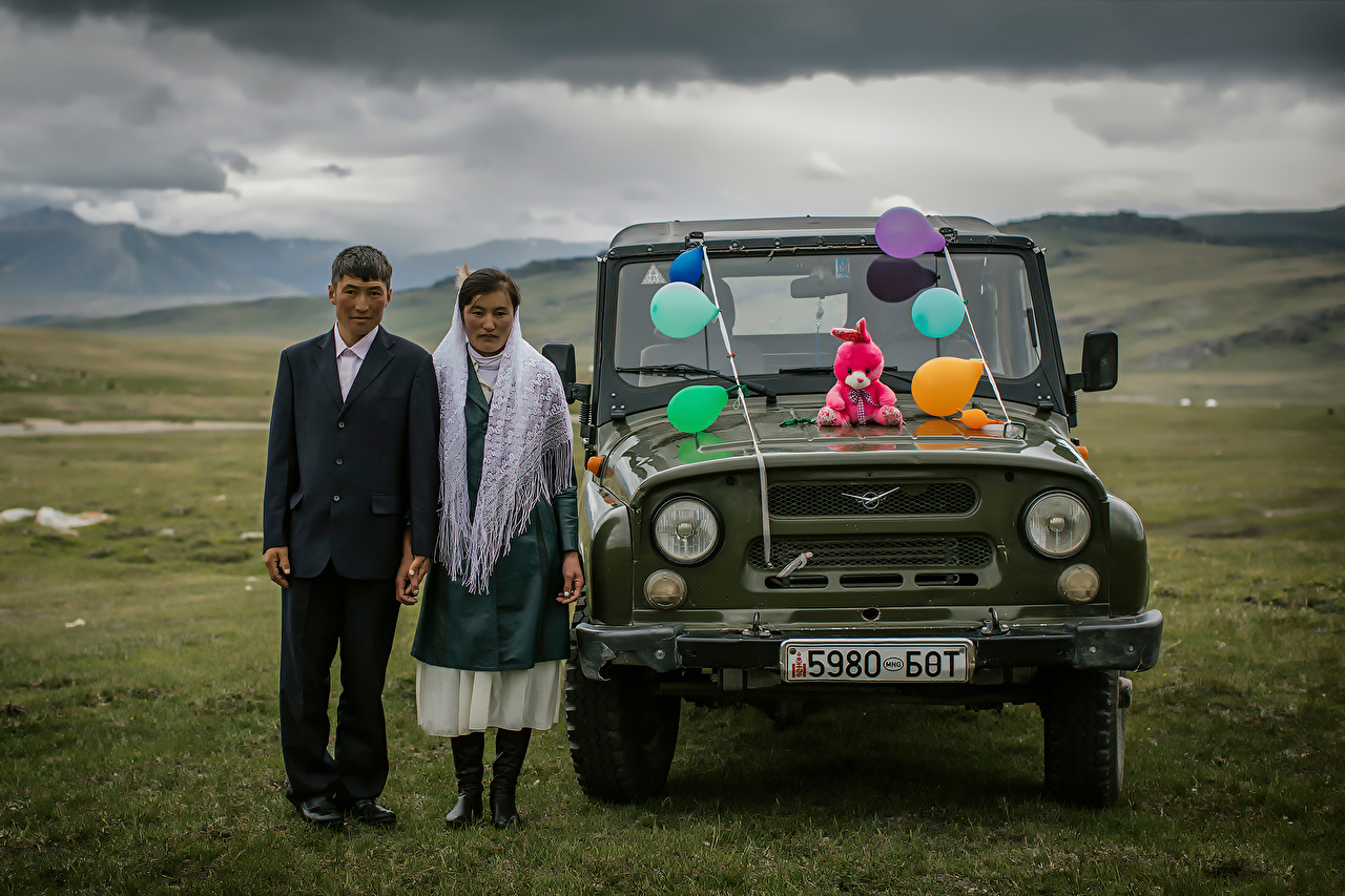 Photo UAZ Russian cars grooms Bride Wedding Two young woman Cars Front Holidays Groom noces brides marriage 2 Girls female auto automobile