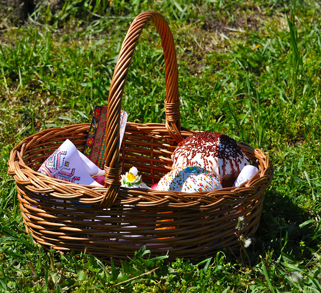 Photo Easter Kulich Wicker basket Food Grass Pastry baking
