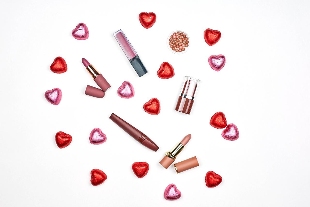 Día de San Valentín Golosina Lápiz labial El fondo blanco Corazón comida, pintalabios Alimentos