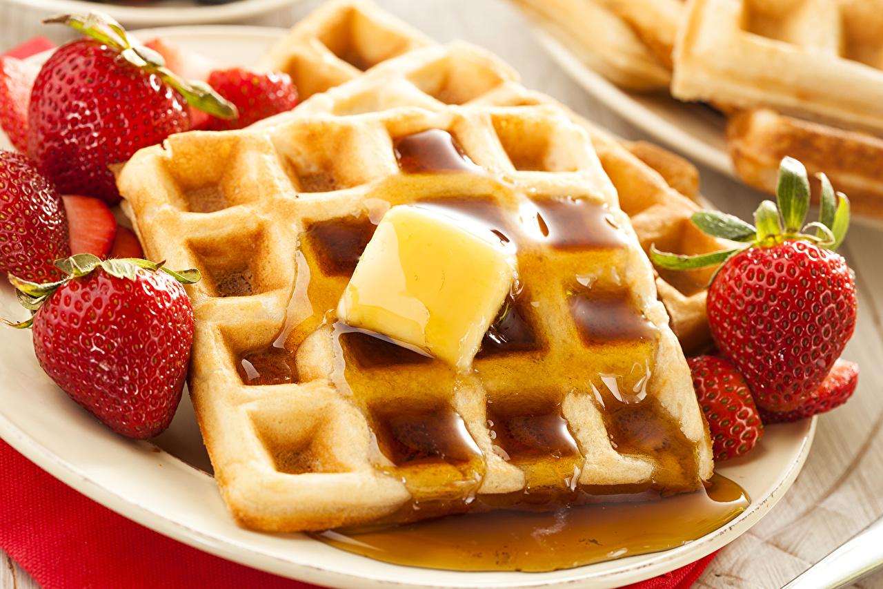 Fotos von Lebensmittel Honig Erdbeeren Waffeln Backware das Essen