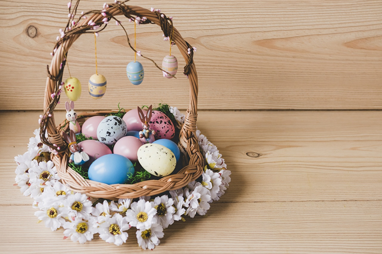 Photo Easter Eggs Wicker basket egg