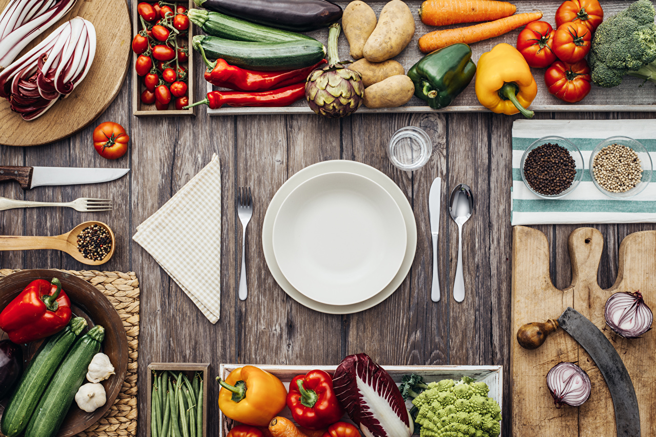 Wallpaper Knife Onion Potato Tomatoes Chili pepper Black pepper Food Fork Plate Spoon Vegetables Bell pepper Cutting board boards Wood planks