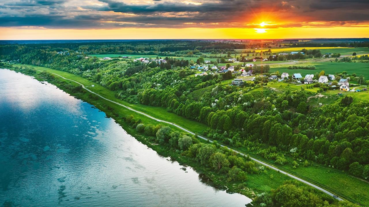 Fotos von Natur Litauen Von oben Acker Sonnenaufgänge und Sonnenuntergänge Kaunas Flusse Gebäude Felder Morgendämmerung und Sonnenuntergang Fluss Haus