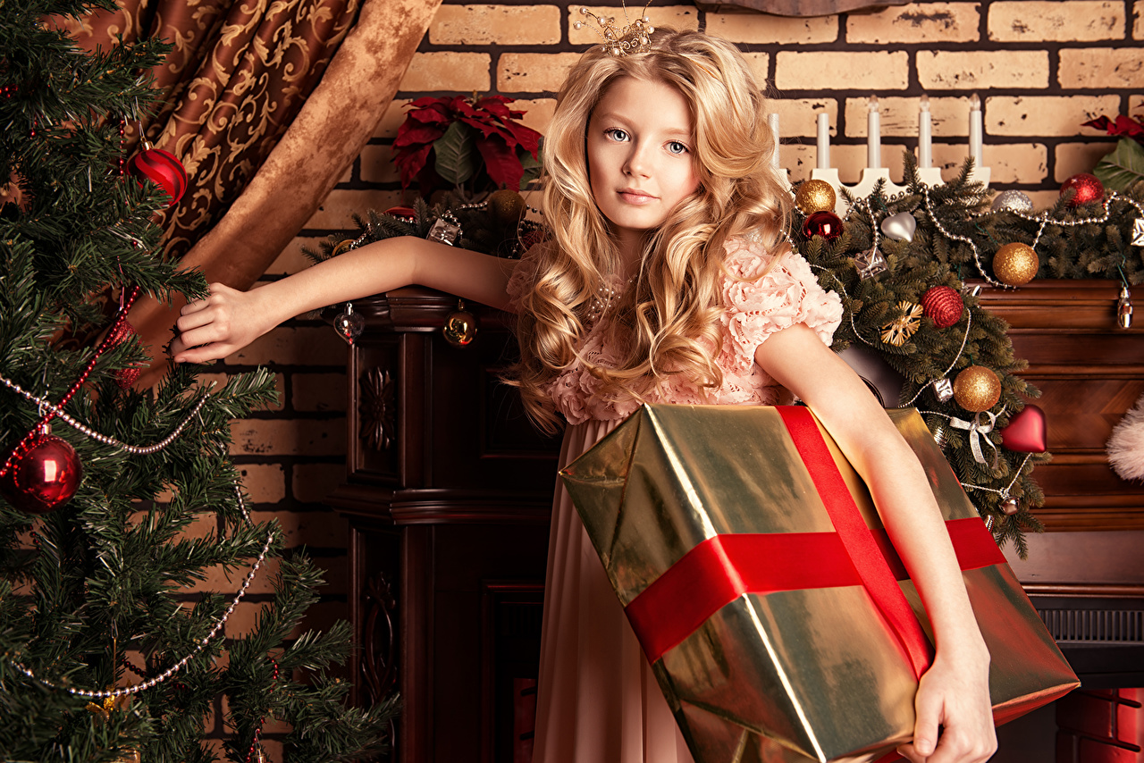 Desktop Wallpapers Little girls New year Blonde girl child present Christmas Children Gifts