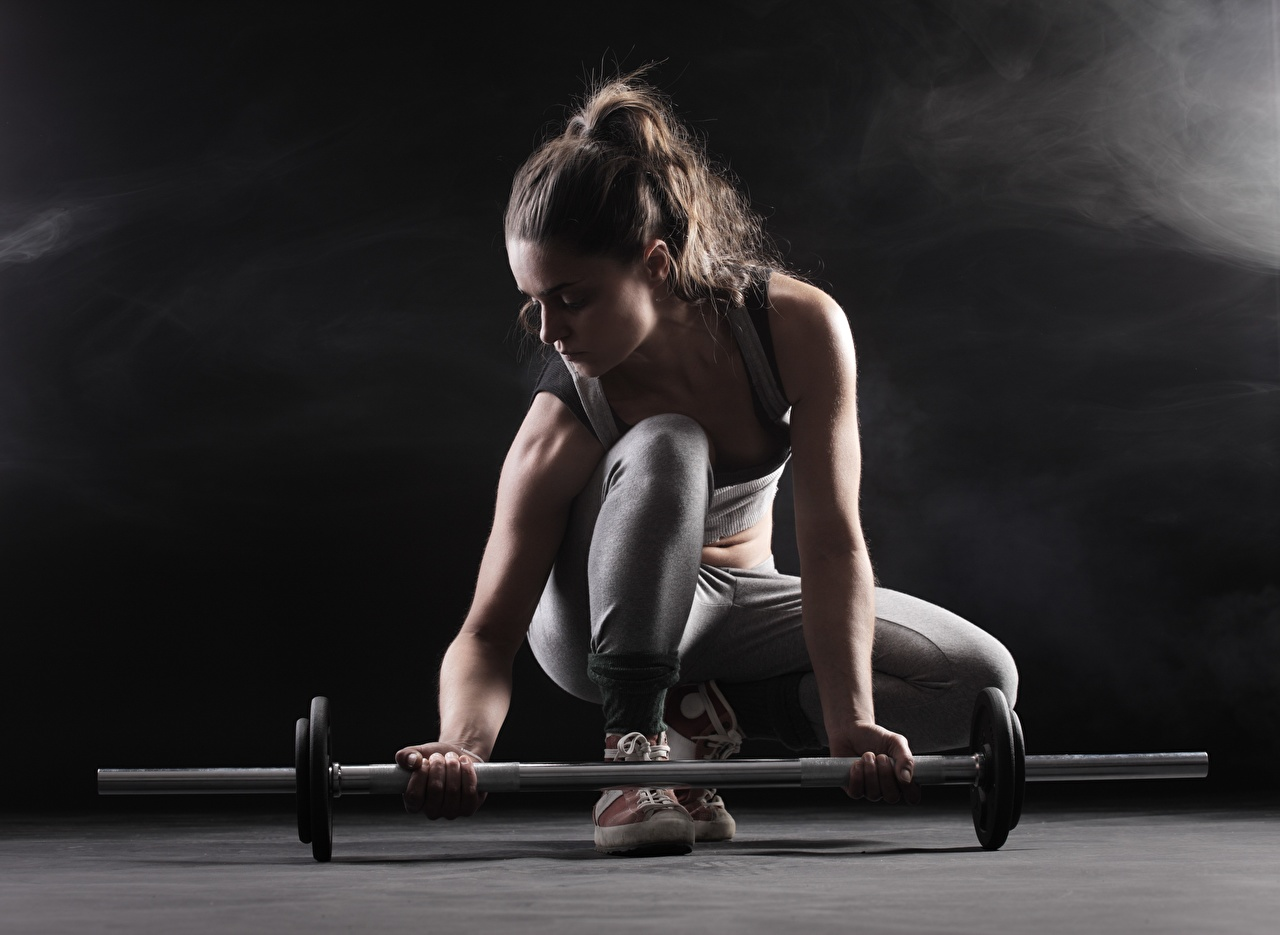 Fotos Fitness Mädchens Hantelstange Hand junge frau junge Frauen