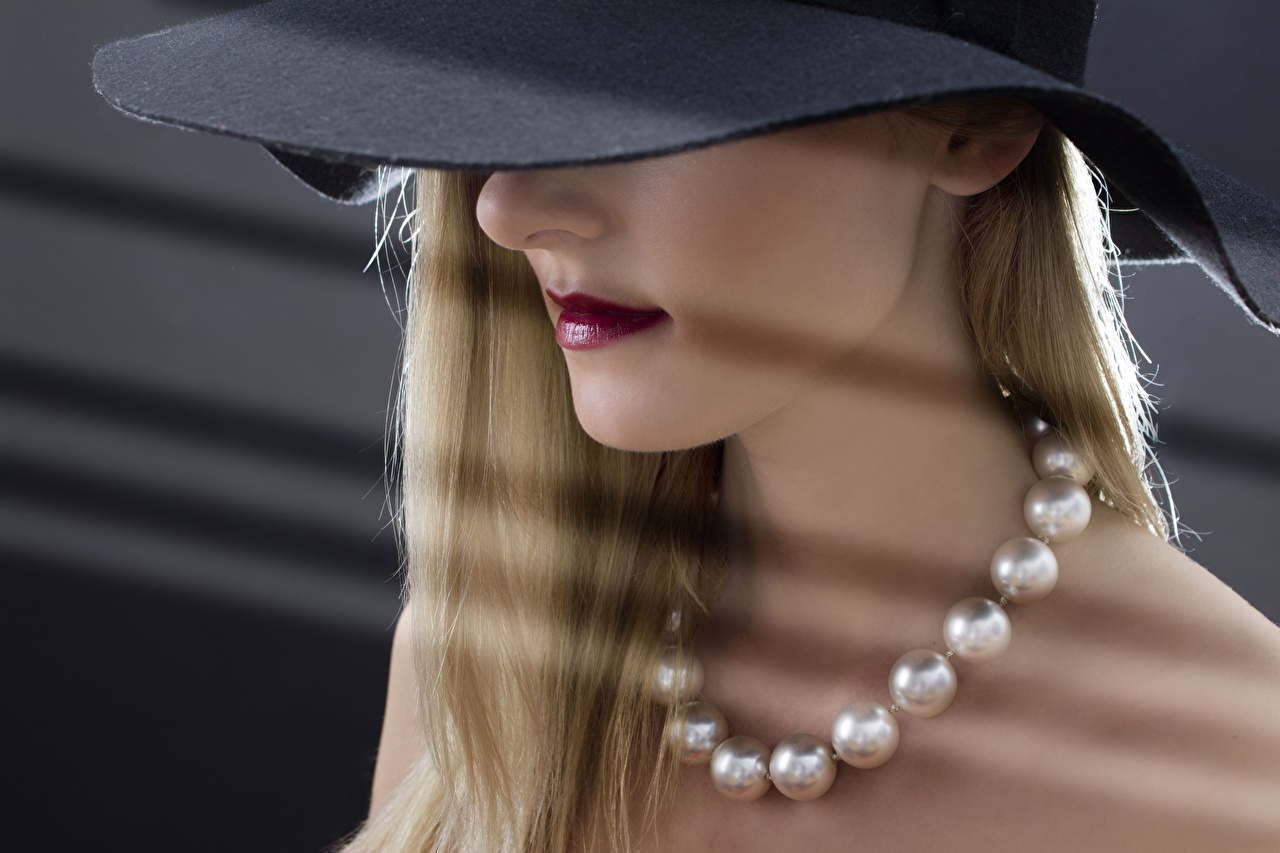 Desktop Hintergrundbilder Blond Mädchen Der Hut Halsketten junge Frauen Blondine Halskette Mädchens junge frau