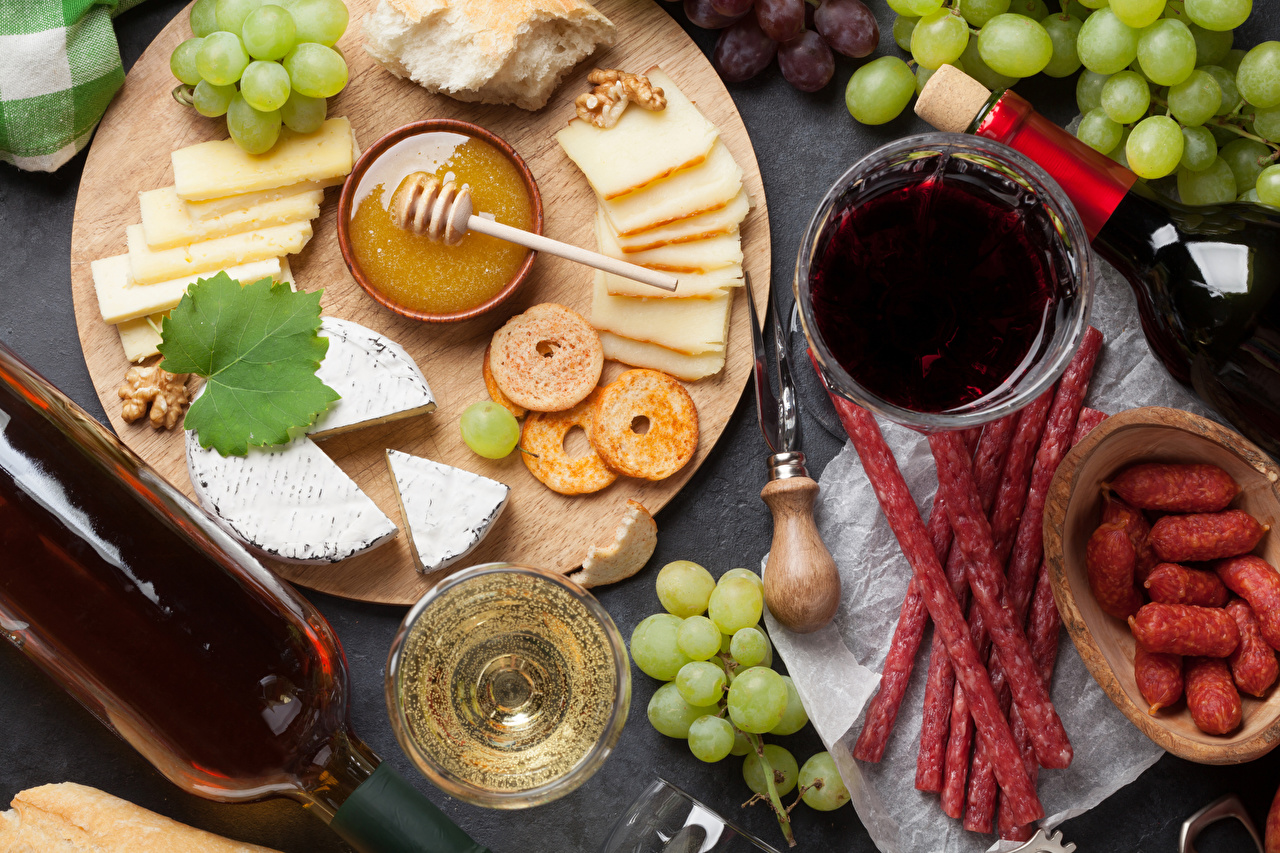 Picture Wine Honey Sausage Cheese Grapes Food Bottle Sliced food Cutting board bottles
