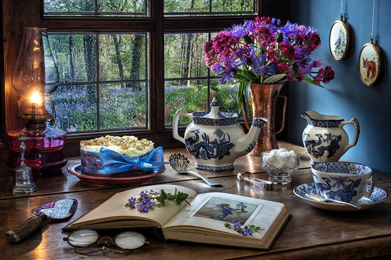 Desktop Wallpapers Bouquets Sugar Torte paraffin lamp Cup Book Vase Food Window Still-life bouquet Cakes Kerosene lamp books