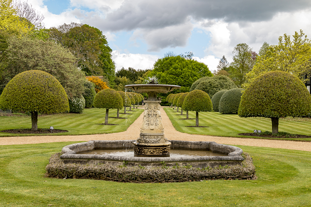 Reino Unido Jardíns Fuente Ascott House gardens Diseño árboles Césped Naturaleza