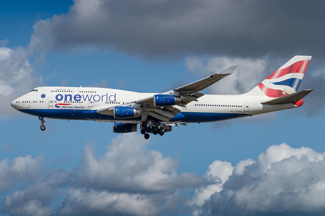 Desktop Hintergrundbilder Boeing Flugzeuge Verkehrsflugzeug British Airways Seitlich Luftfahrt