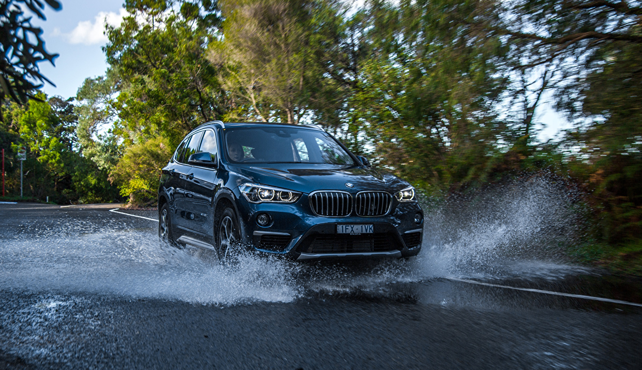 Image BMW 2016 X1 sDrive20i xLine Water splash auto Metallic Cars automobile
