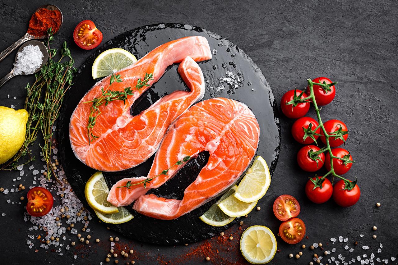 Bilder von das Essen Tomaten Zitronen Schneidebrett Fische - Lebensmittel Salz Lachs Lebensmittel Tomate Zitrone