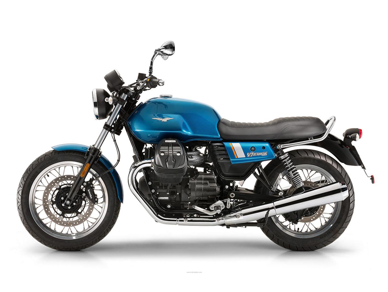 Achtergronden bureaublad 2017-20 Moto Guzzi V7 IIl Special Motorfietsen Zijaanzicht Witte achtergrond motorfiets