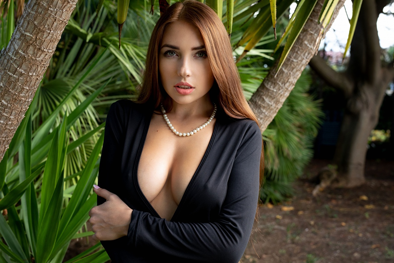 Picture Niemira Breast Brown haired decollete Necklace young woman Hands Glance neckline Décolletage Girls female necklaces Staring