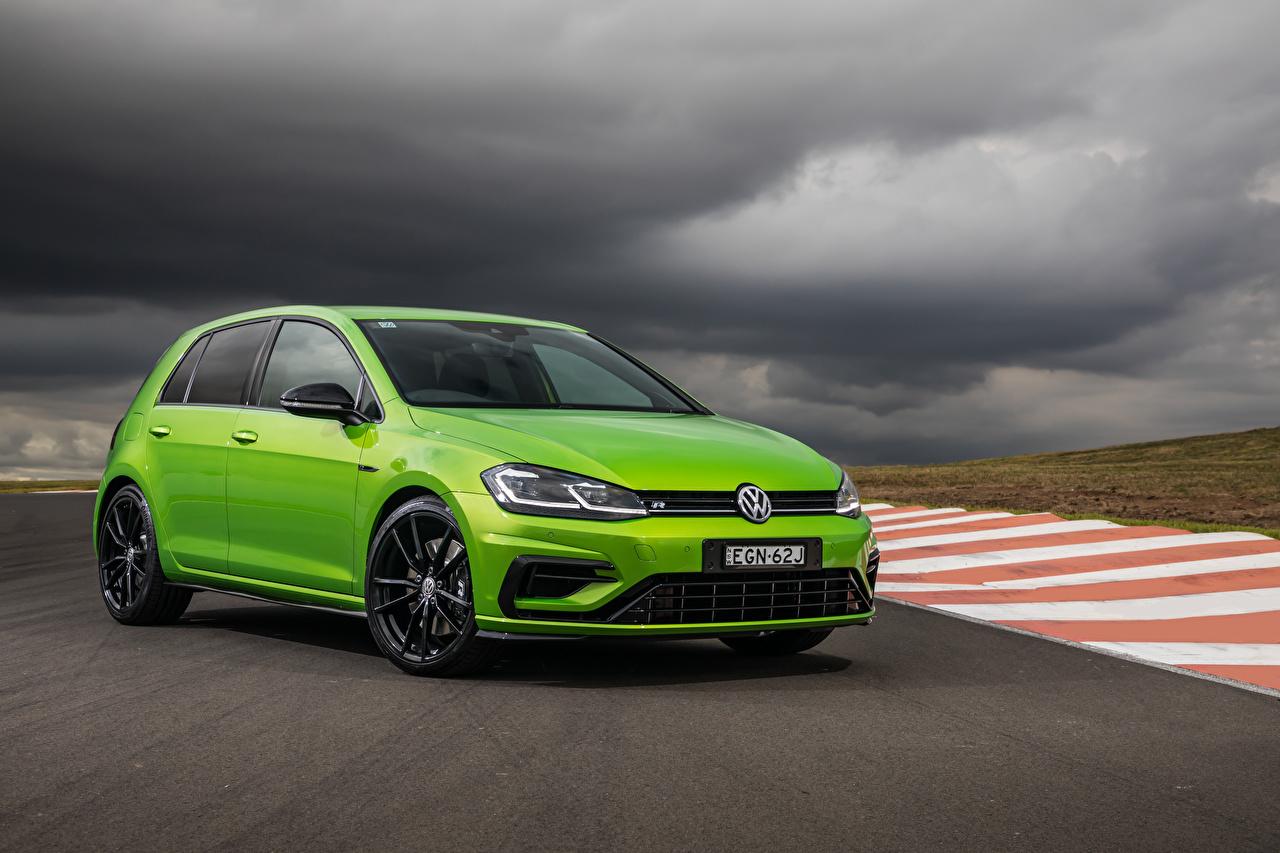 Fotos von Volkswagen 2020 Golf R 5-door Final Edition hellgrüne auto Metallisch Gelb grüne Autos automobil