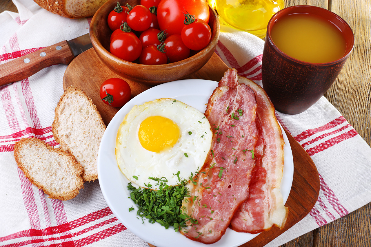 Image Bacon Fried egg Juice Tomatoes Breakfast Bread Cup Food Meat products