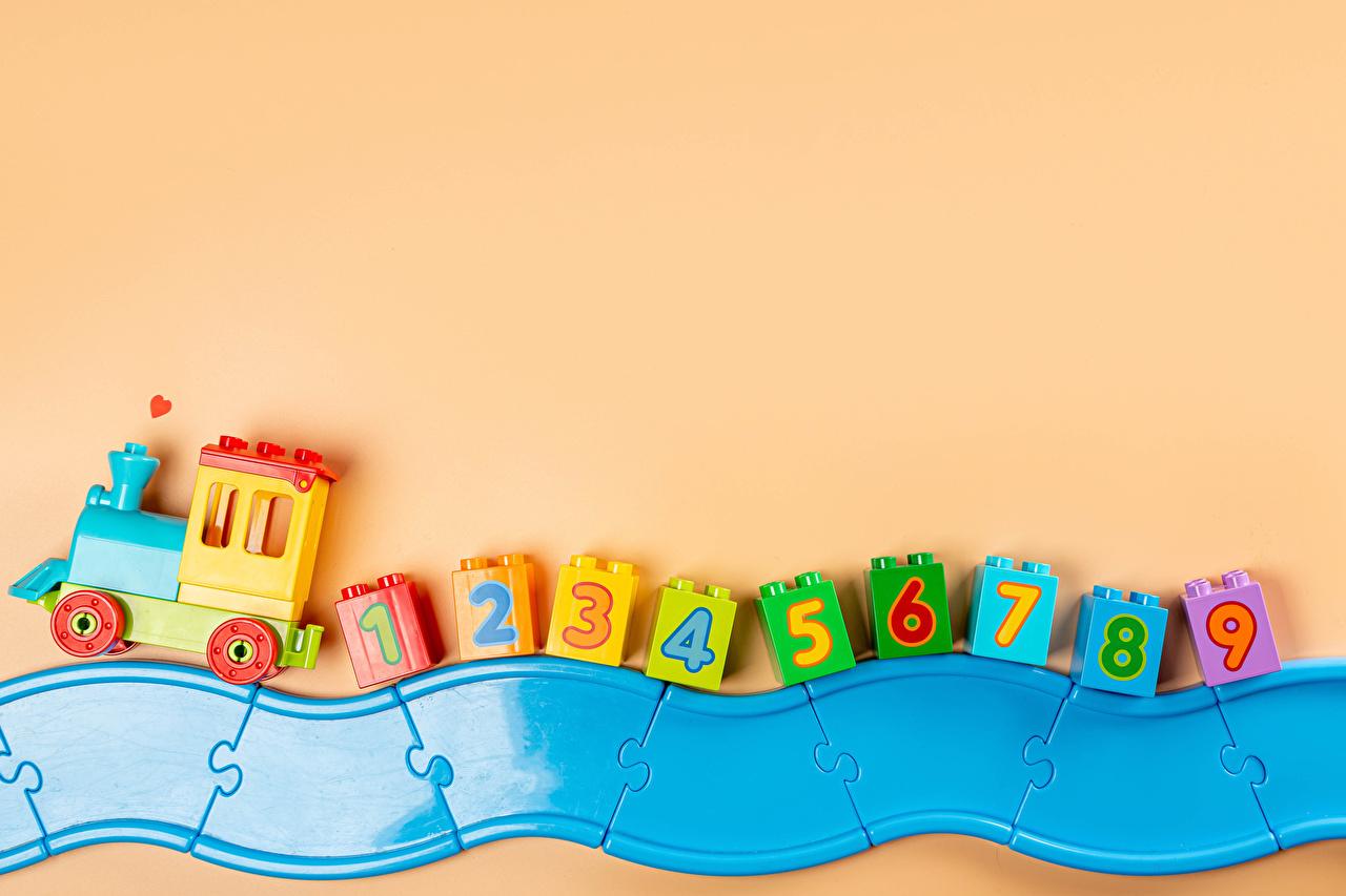 Bilder Züge Spielzeug Farbigen hintergrund Spielzeuge