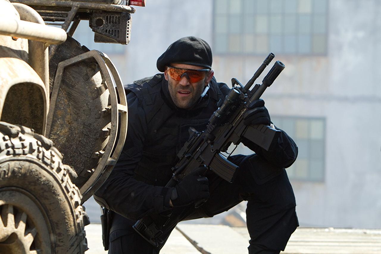 Photos The Expendables 2010 Jason Statham Assault rifle Movies film