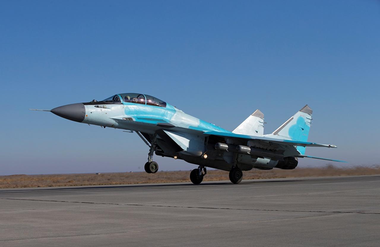 Fotos RSK MiG-35 Jagdflugzeug Flugzeuge Start Luftfahrt russisches Luftfahrt starten abheben Russische russischer