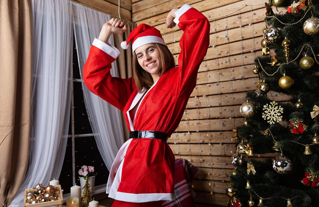 Bilder Neujahr Lächeln Mütze Mädchens Weihnachtsbaum Uniform Christbaum Tannenbaum