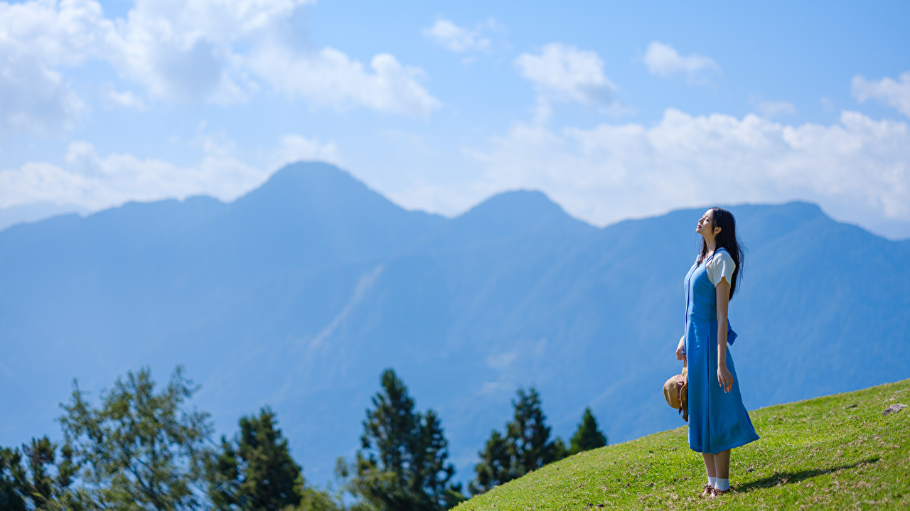 Foto Berg Mädchens Asiaten Gebirge junge frau junge Frauen Asiatische asiatisches