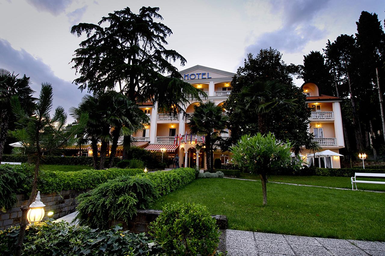 Bakgrunnsbilder Slovenia Portoroz Plen Trær en by Busker bygninger Ferdigplen Hus Byer byen bygning