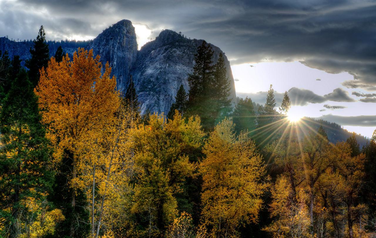 Fotos von Lichtstrahl Yosemite USA Natur Herbst Gebirge Park Sonnenaufgänge und Sonnenuntergänge Bäume Vereinigte Staaten