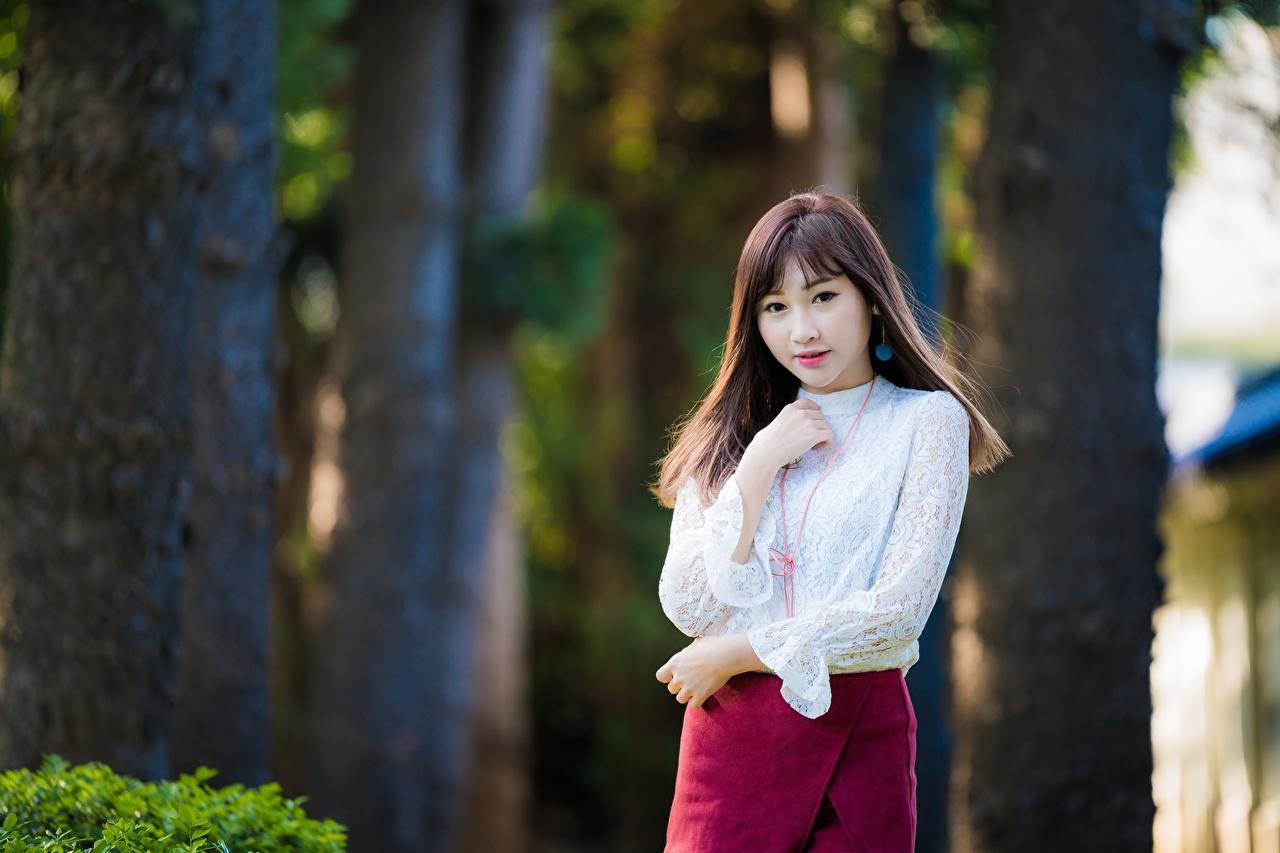 Asiatique Bokeh Aux cheveux bruns Voir Main jeune femme, jeunes femmes, asiatiques, Regard fixé, arrière-plan flou Filles